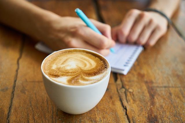 שגרת בוקר - קפה וכתיבה